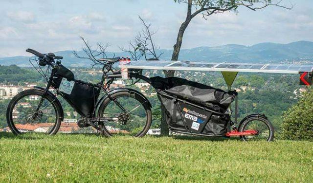 Güneş Enerjisiyle Çalışan Elektrikli Bisiklet 64 Günde Fransa'dan Çin'e Giderek 12800 Km Yol Kat Etti