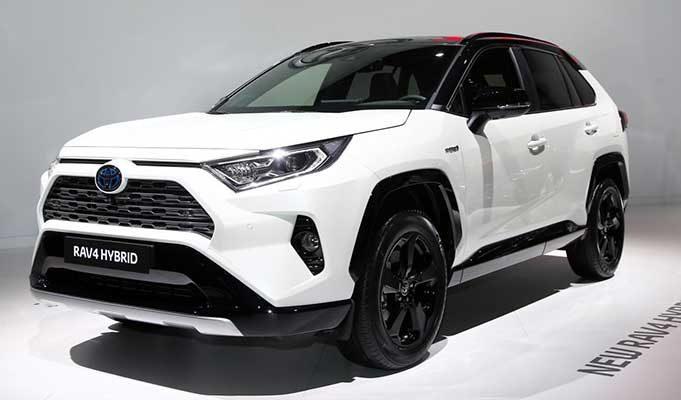 Toyota Hibrit Teknolojinin Elektrikli Otomobillerden Daha İyi Olduğunu Öne Sürüyor