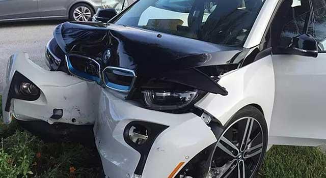 BMW i3 Kaza Yangın