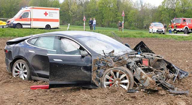 Nissan Leaf Kaza Yangın