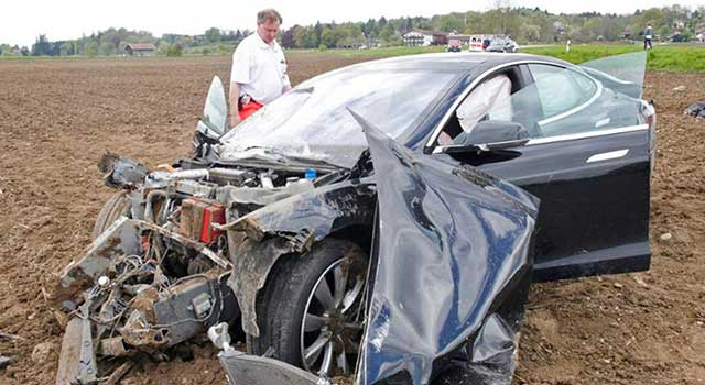 Tesla Model S Kaza Yangın