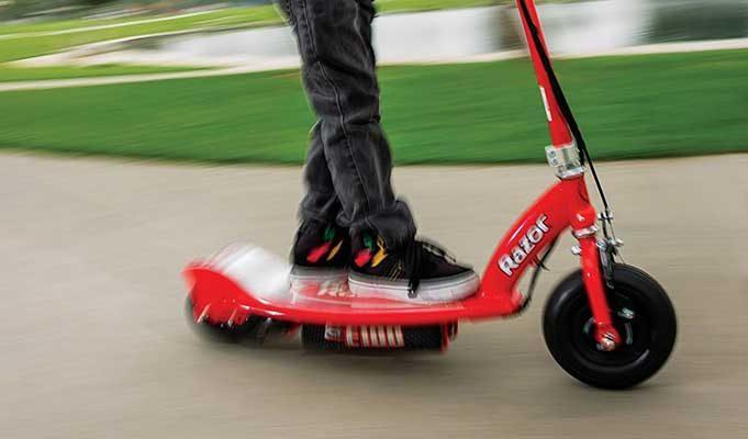 İşte Çocuklarınız İçin Seçilmiş En İyi 3 Elektrikli Scooter (Ebeveynler İçin Liste)